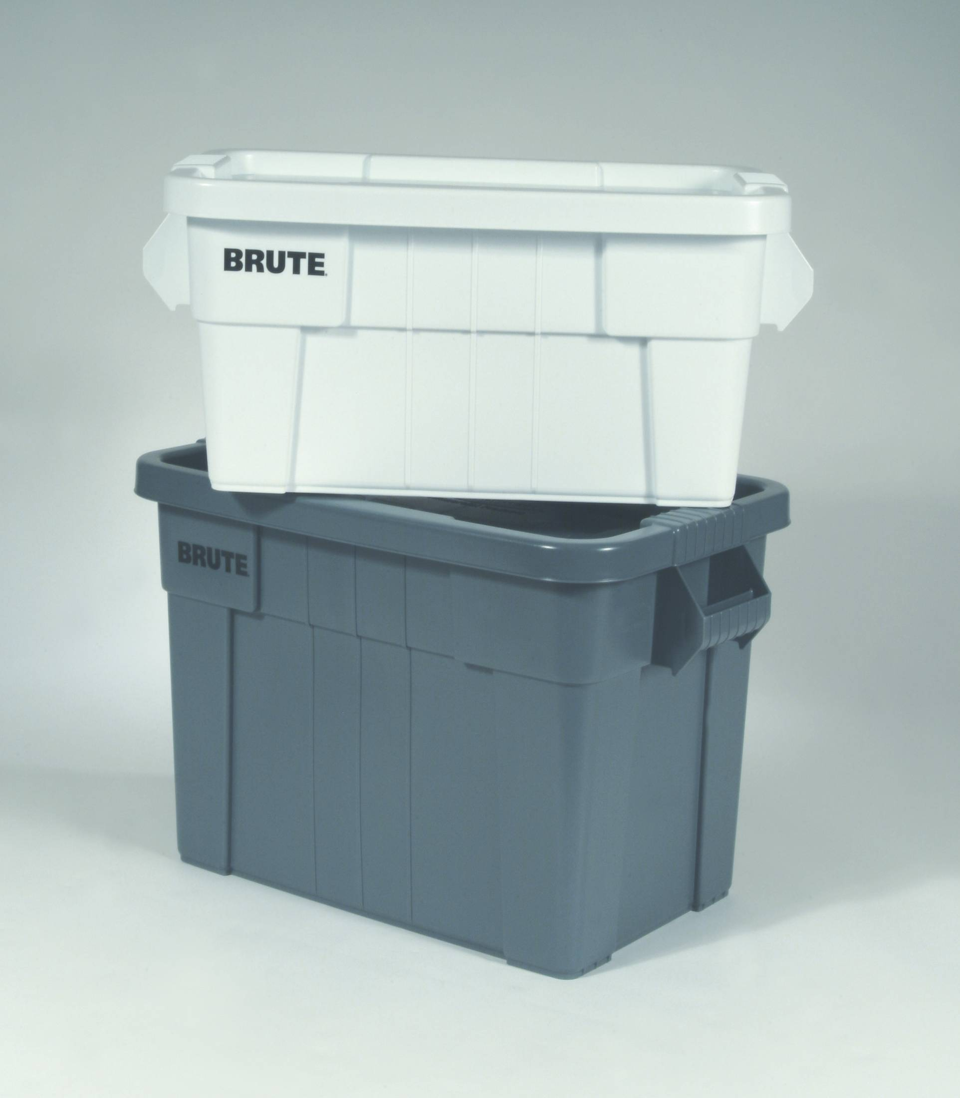 & 9S31 Brute Rubbermaid Storage Totes with Lids